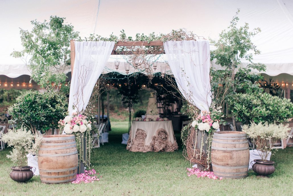 StarlingandSage_Mississippi_Wedding_BackyardGarden_0027